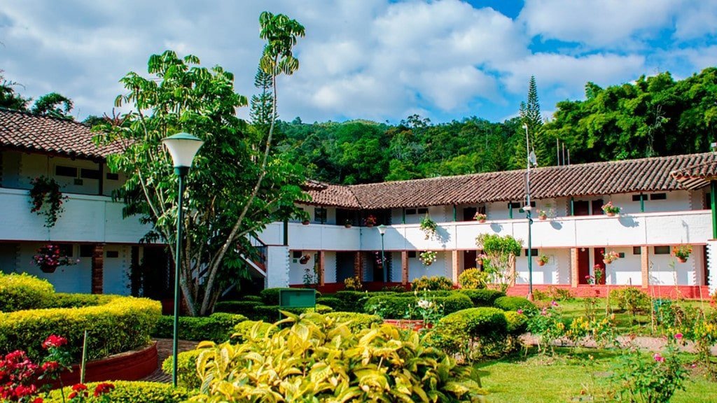 hotel-centro-recreacional-yanaconas-1-min